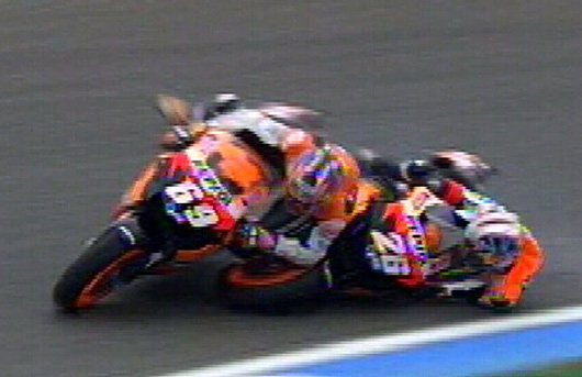 Pedrosa crashes into Hayden