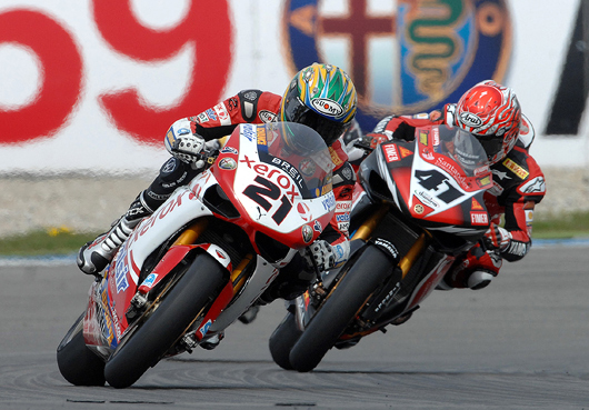 Bayliss haga Magny-Cours World Superbike photo picture
