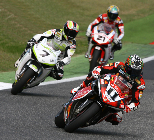 Troy Corser, Carlos Checa, Troy Bayliss rce action Vallulenga World Superbike