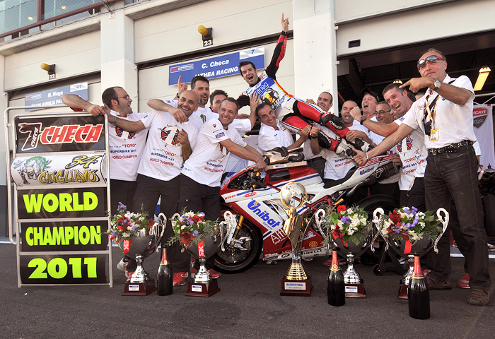 Carlos Check World Superbike Champion team picture Magny-Cours photo