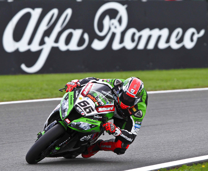 Tom Sykes race action Magny-Cours world superbike