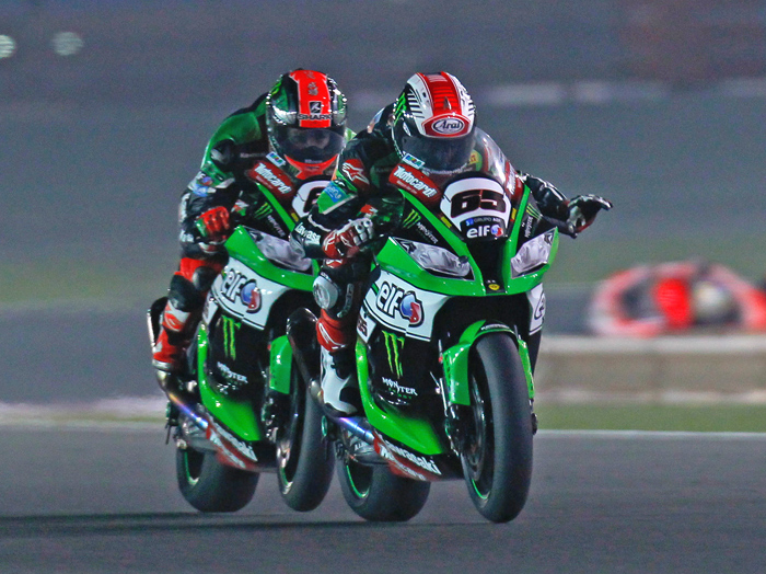Jonthan Rea, Tom Sykes Qatar SBK race action photo