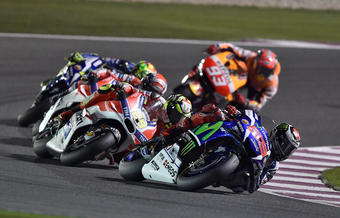 Lorenzo race action qatar motoGP 2016