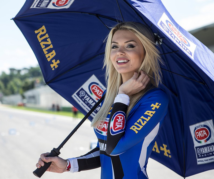 Umbrella girl pata yamaha WSBK